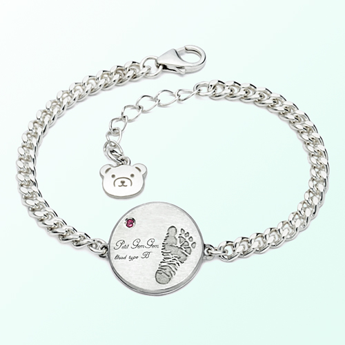 Silver bracelet to prevent baby foot paint